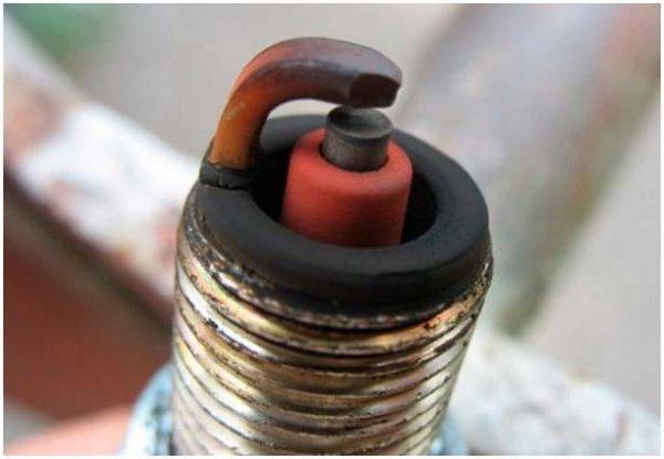 Свечи зажигания: причины неисправностей и очистка